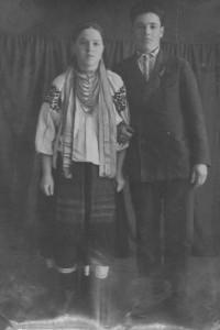 У-Петрожці-Віра-Федорівна-та-Василь-Флорович,-1946-р.