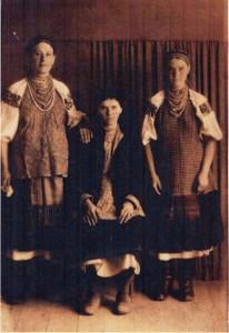 і-зліва-Пучкова-Марія-Андріївна-1922р.н.-с.Війтівка