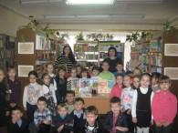 Працівники відділу з обслуговування дітей провели літературну годину «У світі все починається з мами» для учнів 1,2 класів Бершадської ЗОШ №3, яка присвячена Дню прав жінок та миру.