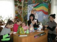 У відділі з обслуговування дітей Бершадської ЦРБ відбулося перше засідання гуртка «Ми всі талановиті, ми любимо творити», тема якого «Прикрашаємо ялинку». Діти із задоволенням виготовляли ялинкові прикраси, вирізали сніжинки та...