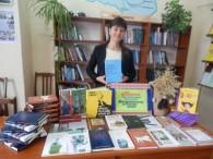 """Благодійна організація БФ """"Бібліотечна країна"""" безкоштовно надіслав Бершадській центральній раонній бібліотеці книги урізноманітних українськиї видавництв у кількості 128 штук на суму 7601 грн. Бібліотекар з обслуговування юнацтва Нагірняк Катерина знайомить..."""