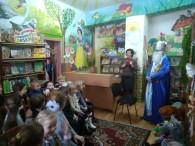 Всі діти України з нетерпінням чекають, коли ж нарешті прийде святий Миколай, вони пишуть листи, вивчають віршики, малюють малюнки, співають пісеньки, стараються вести себе якнайкраще, бути слухняними, загадують бажання, котрі...