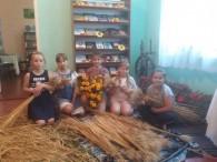 Дідух – це золотисте деревце, сплетене з першого зажинкового чи останнього обжинкового снопа. За давнім українським світоглядом дідух— це дух предків, дідів, збереження традицій і пам'яті родини. Це символ доброго...