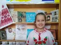 """Посилання на відео у Фейсбук: https://www.facebook.com/permalink.php?story_fbid=1151335975197322&id=281837562147172&notif_id=1584091938003830&notif_t=page_post_reaction Учасниця Всеукраїнського марафону дитячого читання """"Єднаймо душі словом Кобзаря"""" Маргарита Федченко в Бершадській центральній районній бібліотеці виконує твір Тараса Григоровича Шевченко """"Тече вода з […]"""